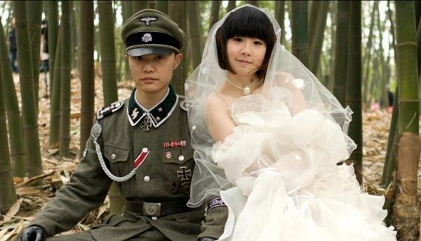 romantic-Korean-Nazi-Chic-Fashion-Wedding-Photo-5